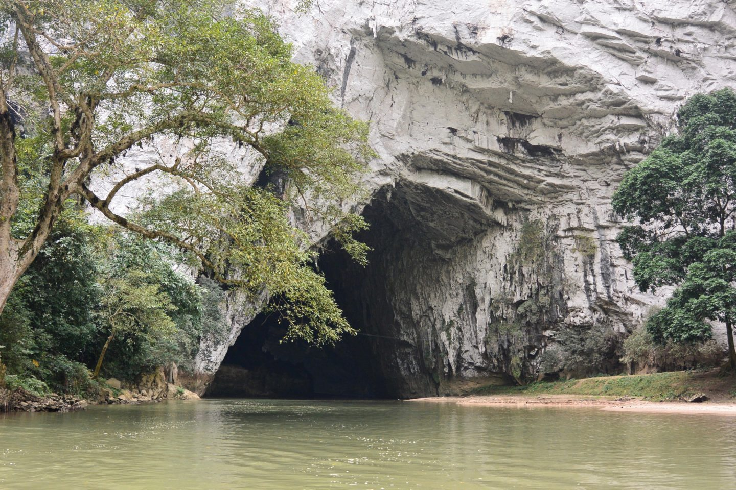 arriving at the Puong Cave by boat