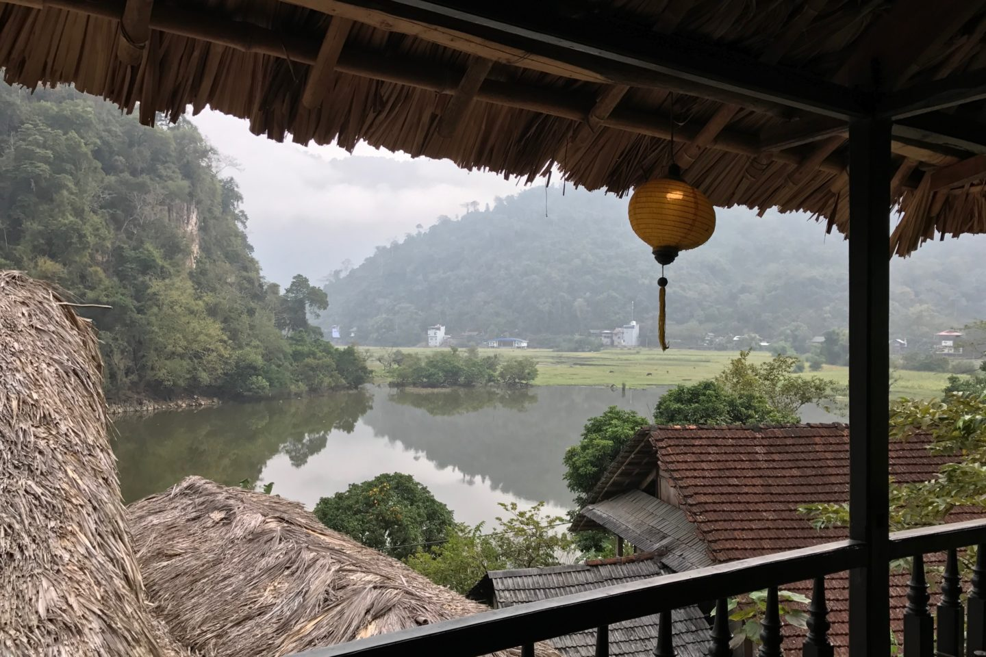 Mr. Linh Homestay view to the lake
