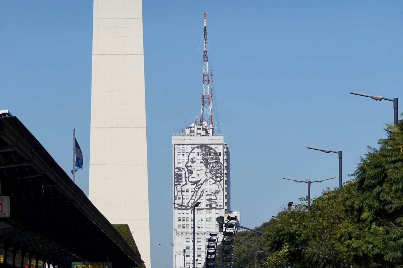 Mural de Evita viewed from 9 de Julio Avenue near Obelisco.