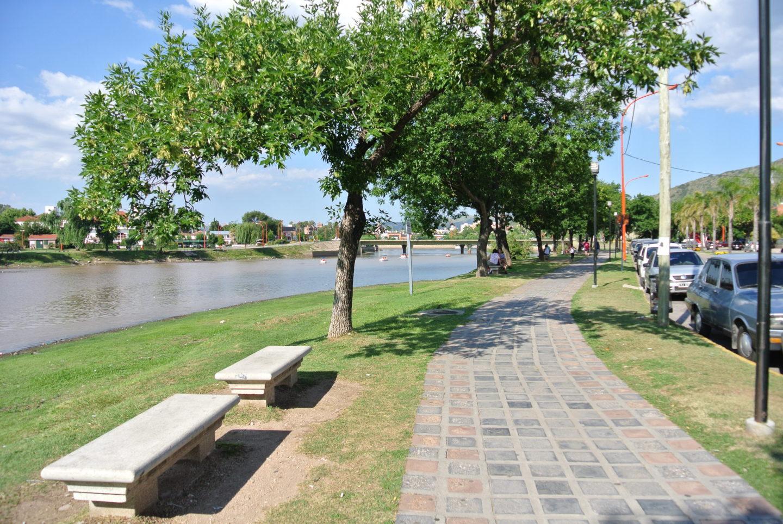 Paseo a las orillas del Lago San Roque en Villa Carlos Paz.