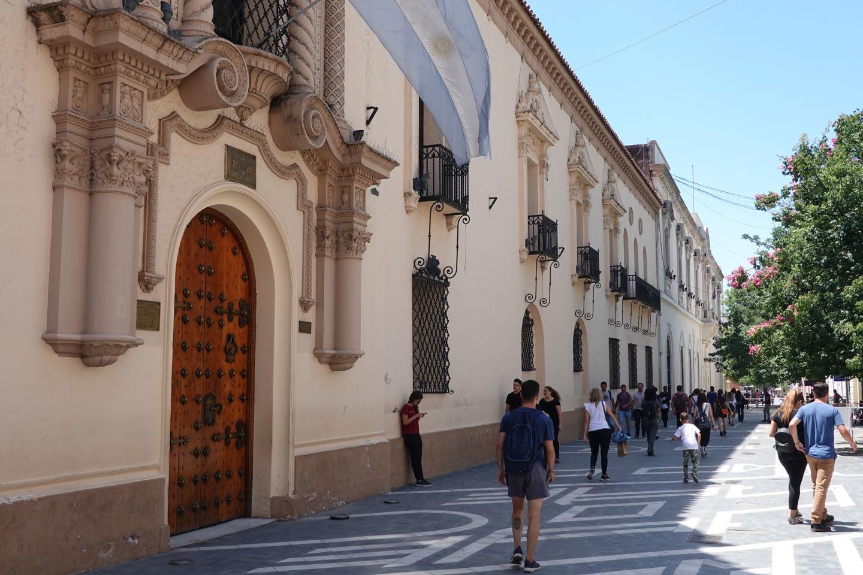 Fachada del Colegio Nacional de Monserrat
