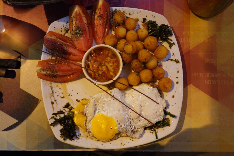 Main course (Entrecotte Criollo). Ciento Volando Restaurant.