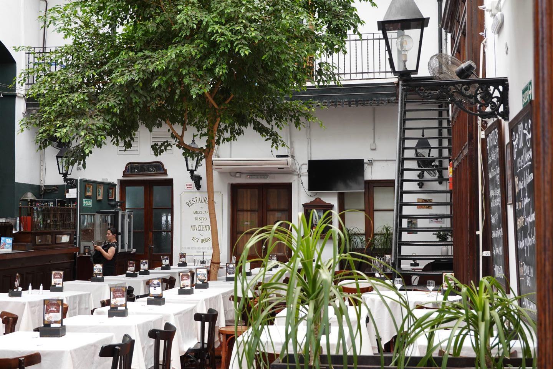 Beautiful Bar-Restaurant Novecento Cabildo, inside the Cabildo inside of of its patios