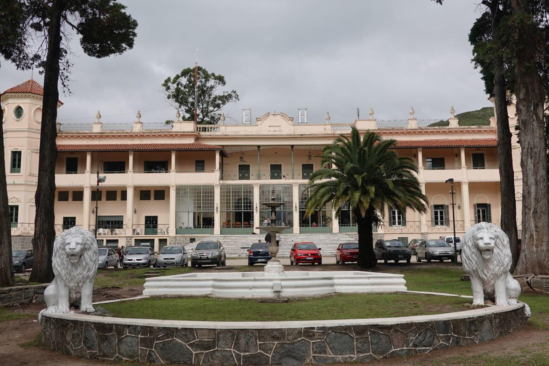 Fachada del Hotel Edén