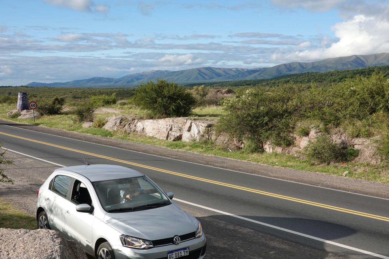 Manejando en auto en el Valle de Punilla.
