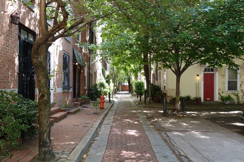 Quince St. uno de los hermosos pero secretos callejones residenciales de Filadelfia.