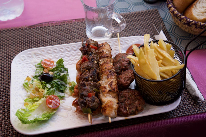 Kefta Brochettes and meat sticks from the restaurant Taraa Café.