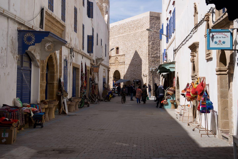 Una de las calles principales dentro de la medina de Essaouira